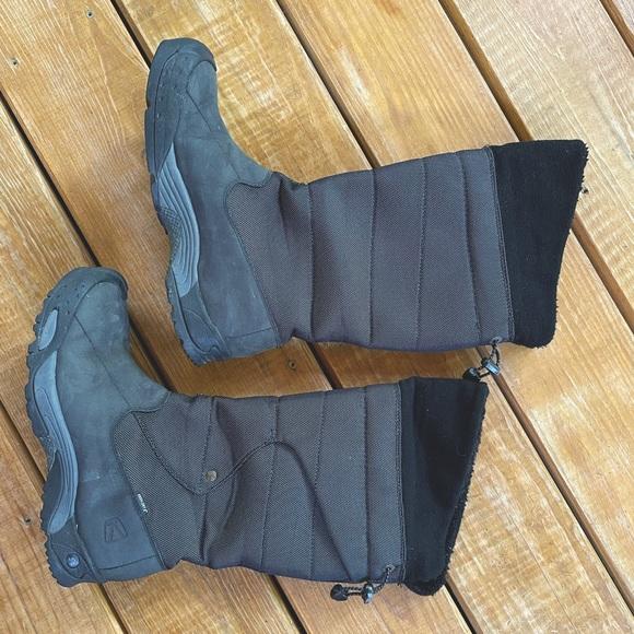 Keen Winter Hiking Snow Boots sz 10 / 40.5 EUC